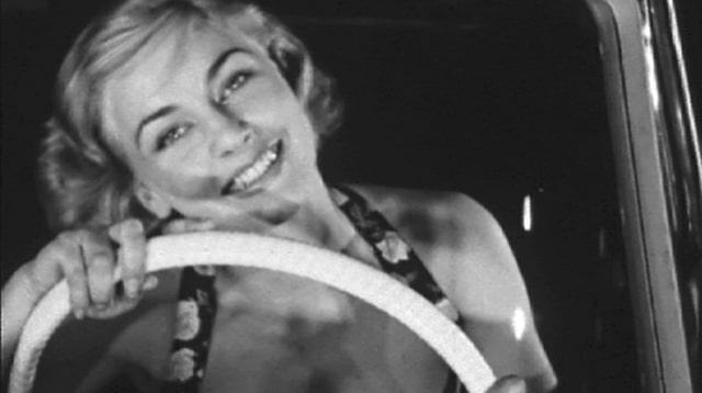 femme-automobile-dettachee-3