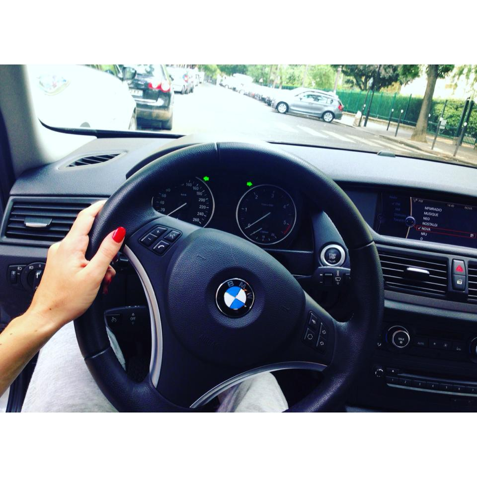 femme-automobile-dettachee-4