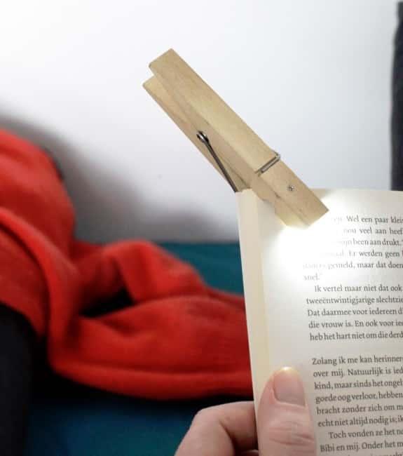 lampe-de-lecture-pince-a-linge-dettachee-1